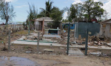 Una de las viviendas que fue declarada como derrumbe total en Playa del Caimito (Foto: Ismario Rodríguez)