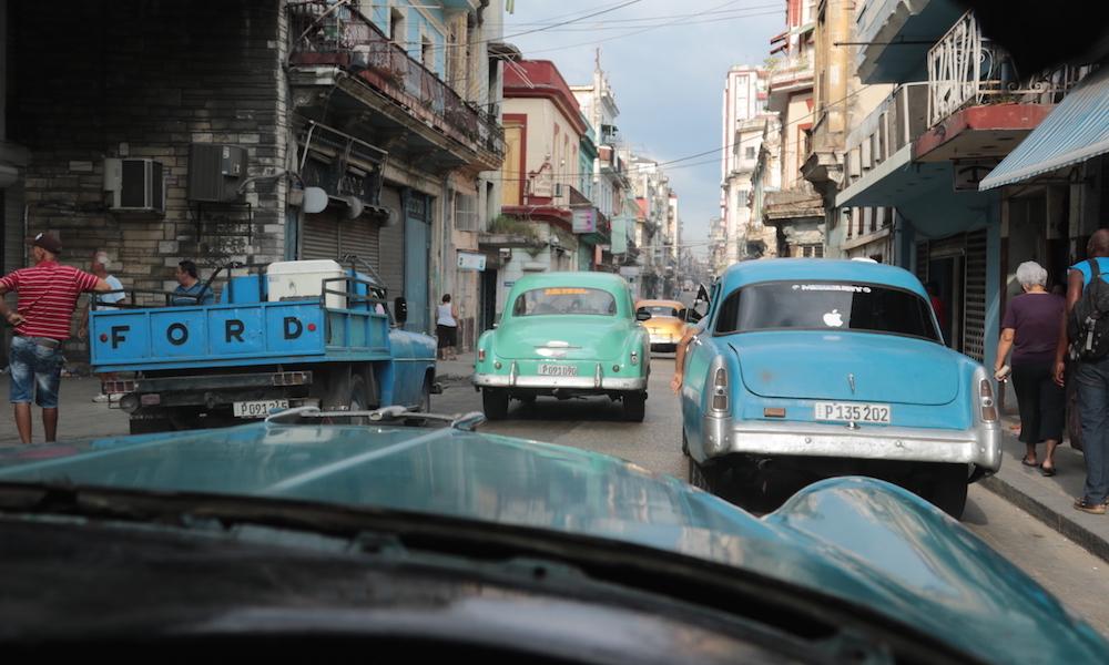 Los taxis colectivos transportan a una parte significativa de la población en La Habana (Foto: Ismario Rodríguez)