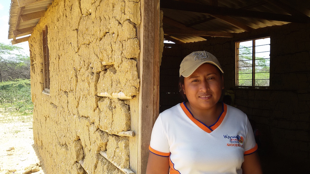 Yenifer Cotes, del clan Epieyu, la maestra de preescolar y primero (Foto: Mónica Baró)