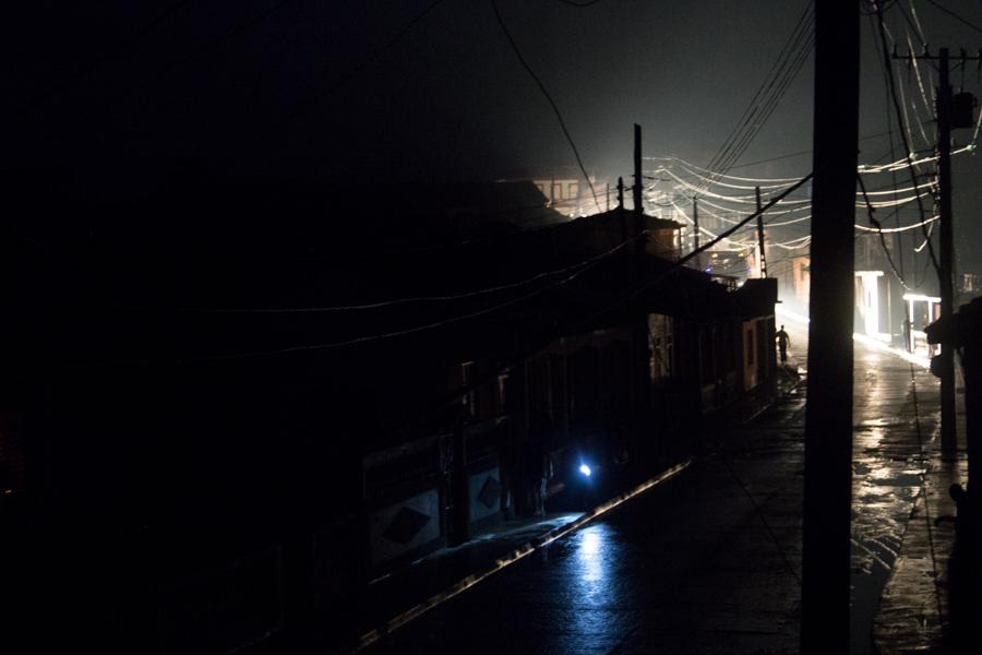 La ciudad de Baracoa, la noche del Diez de Octubre (Foto: Ismario Rodríguez)