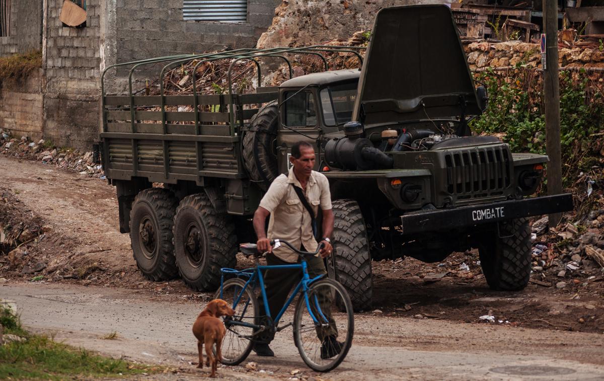 A pesar de los destrozos, la vida en Baracoa no se detiene (Foto: Julio Batista)