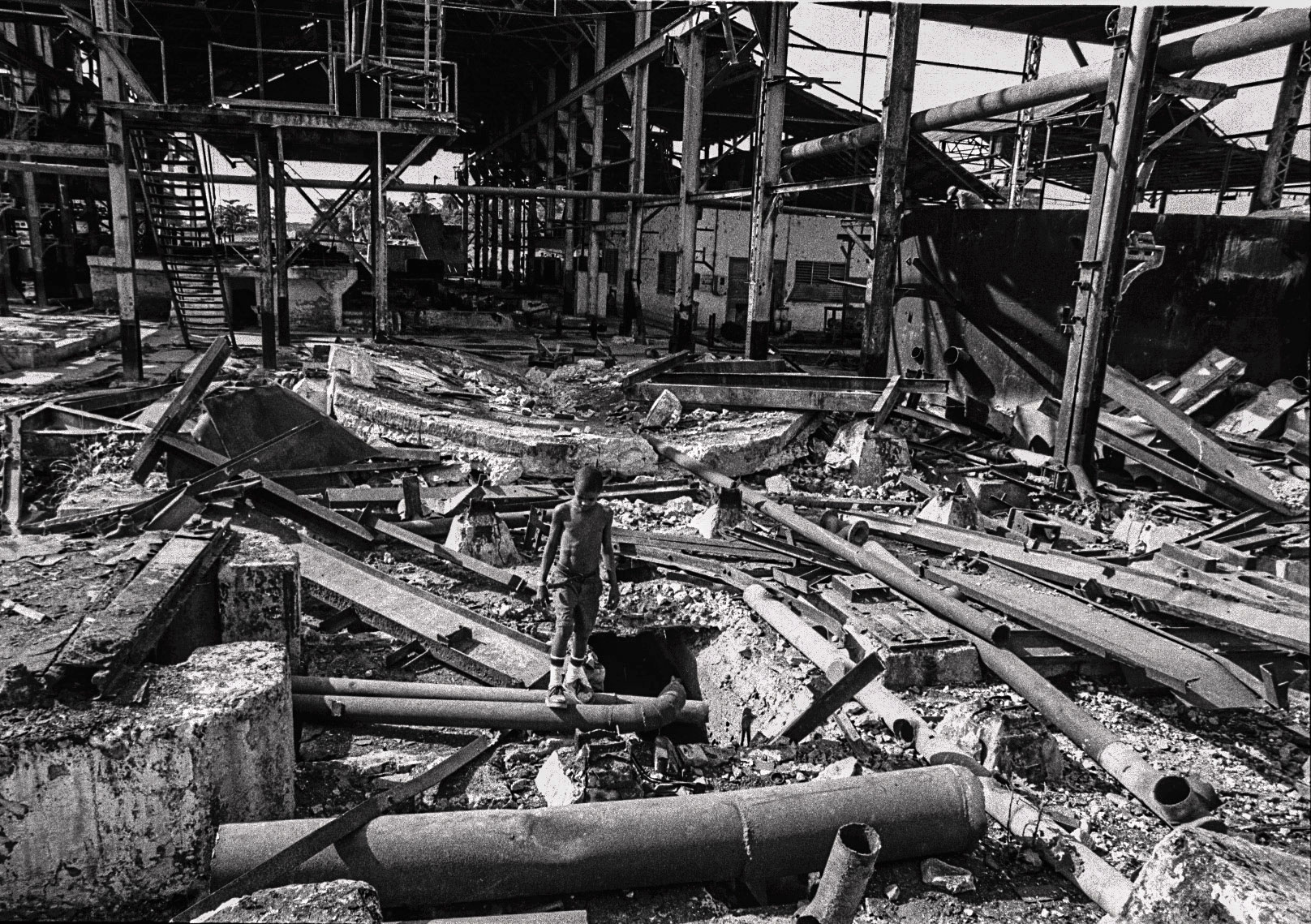 ¿Cuántos obstáculos nuevos tendrán que saltar los niños del batey Paraguay tras el desmantelamiento? (Foto: Alejandro Ramírez Anderson)
