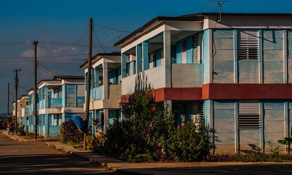 Aunque se pactó para 12 meses, la construcción ha demorado casi nueve años, y aún restan por concluir 36 casas (Foto: Julio Batista)