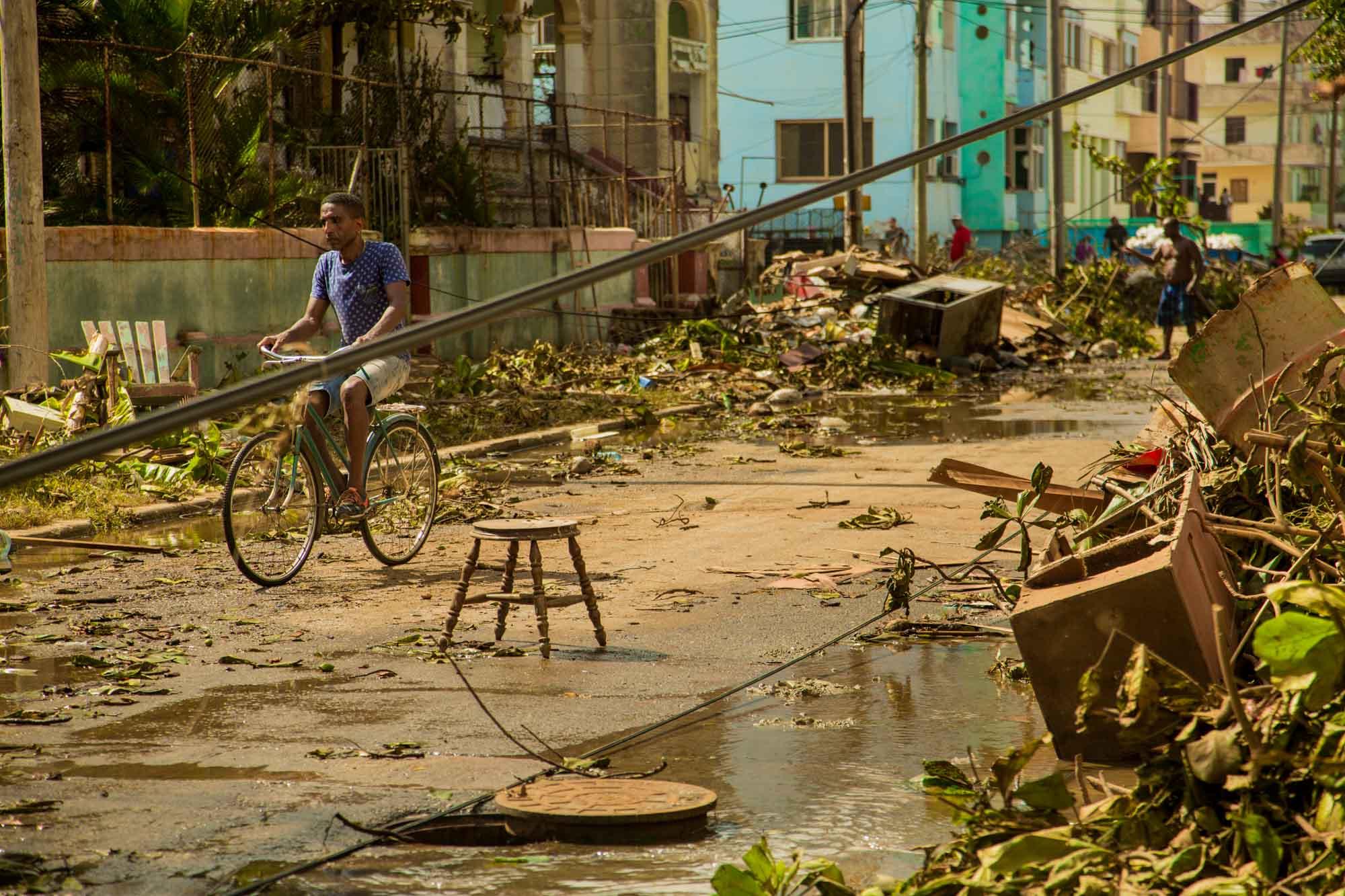 La calle L arruinada por las aguas (Foto: Jorge Ricardo)