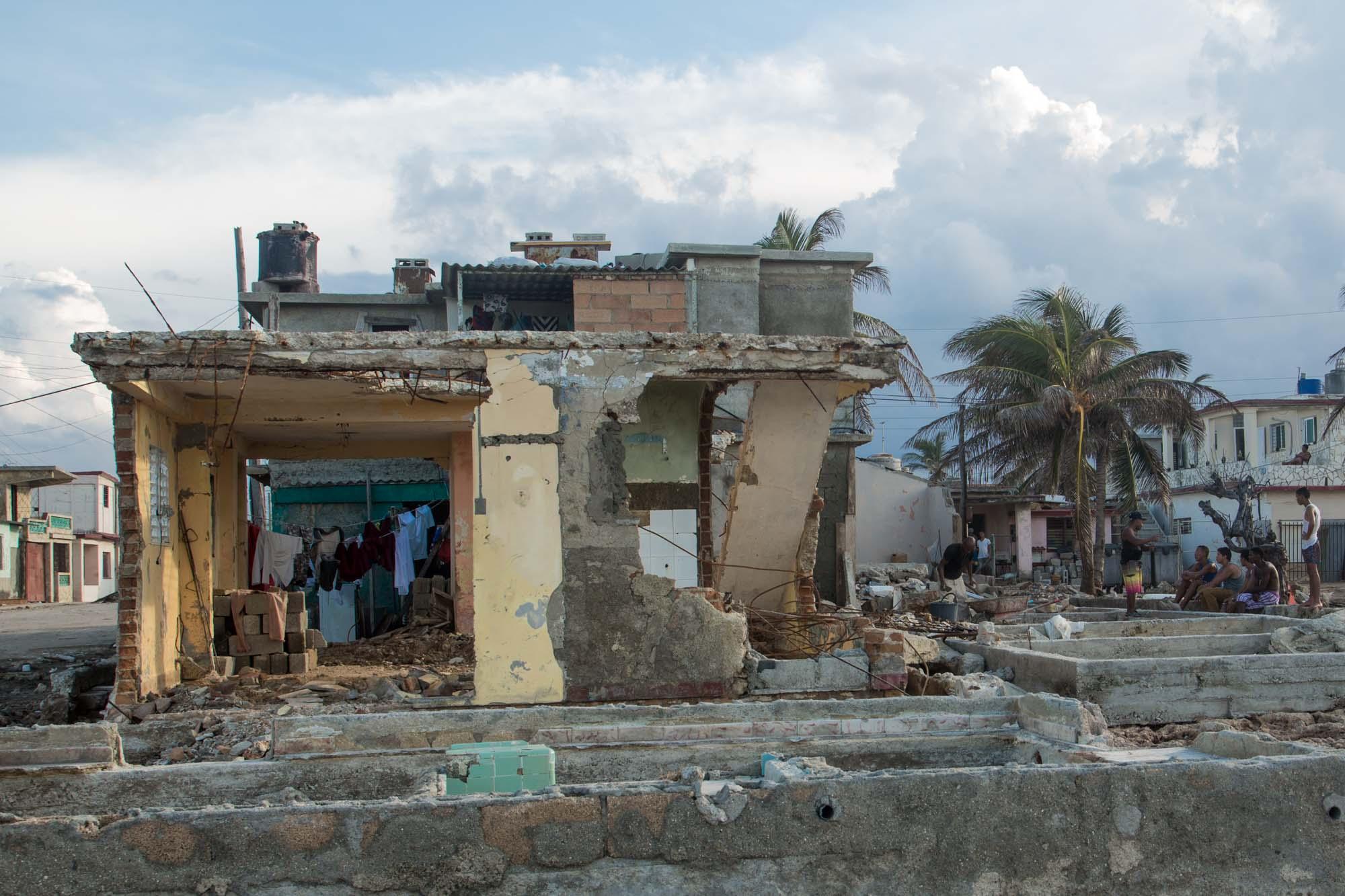 Nadie entiende la fuerza del huracán, aunque el ojo no pasó por aquí (Foto: Jorge Ricardo)
