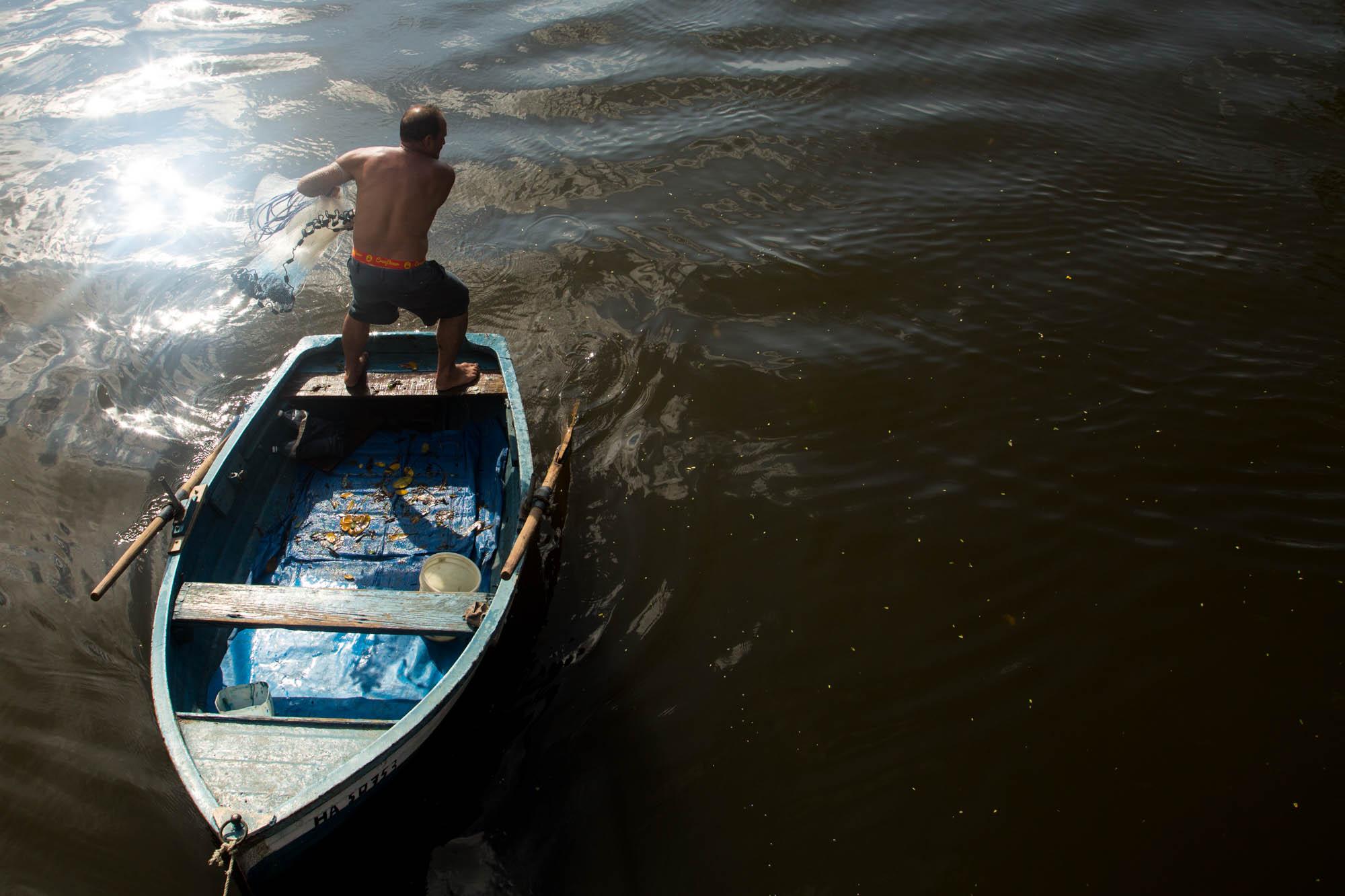 """""""Después del huracán viene la mejor captura. El día anterior traje 23 pargos"""", dice este pescador. (Foto: Jorge Ricardo)"""