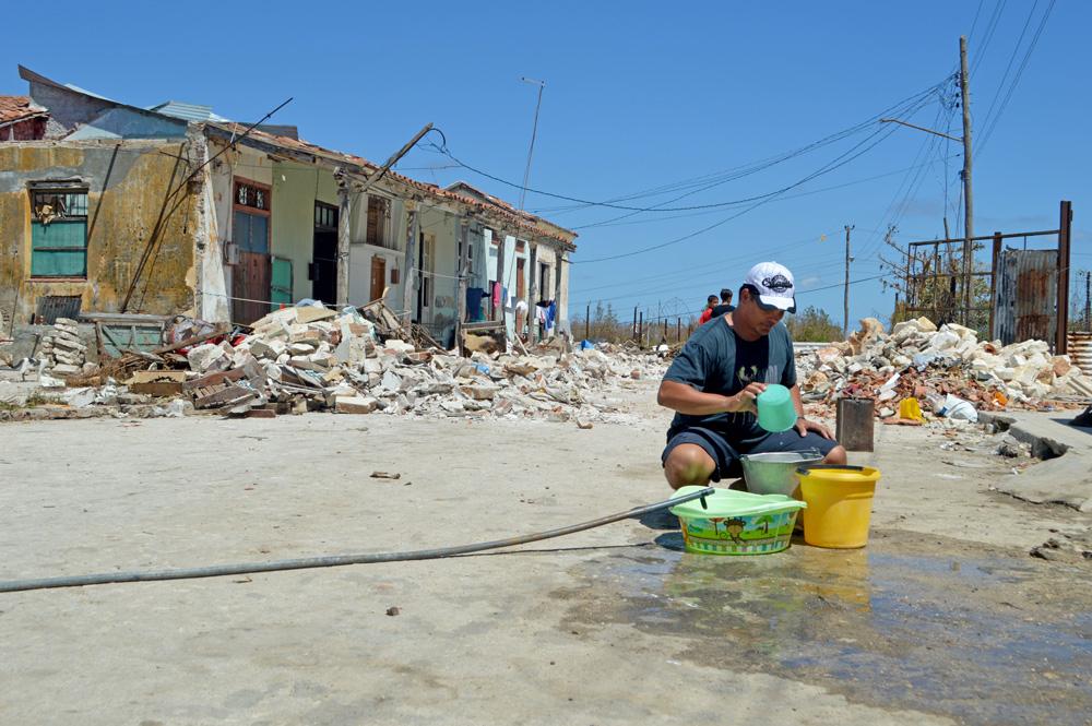 En los tiempos de post-huracán, el acopio de agua es una de las tareas primordiales