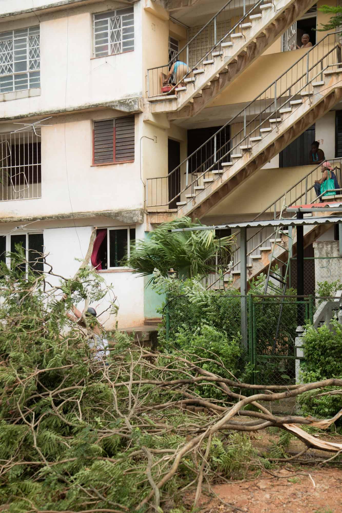 Los vecinos, ya sin luz, esperan la catástrofe (Foto: Jorge Ricardo)