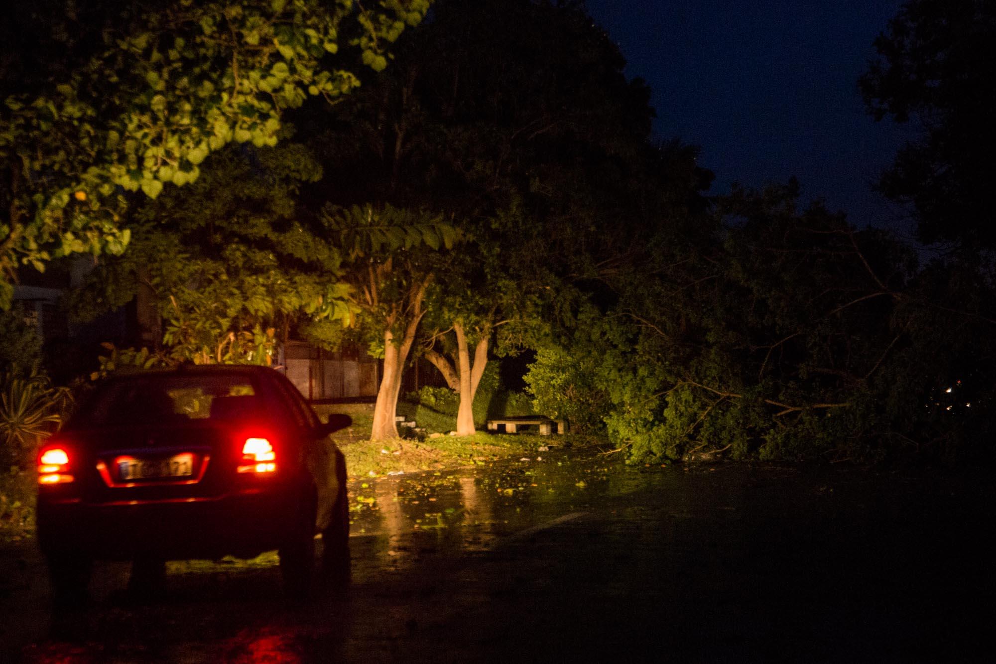 En la oscuridad, los caminos se vuelven peligrosos (Foto: Jorge Ricardo)