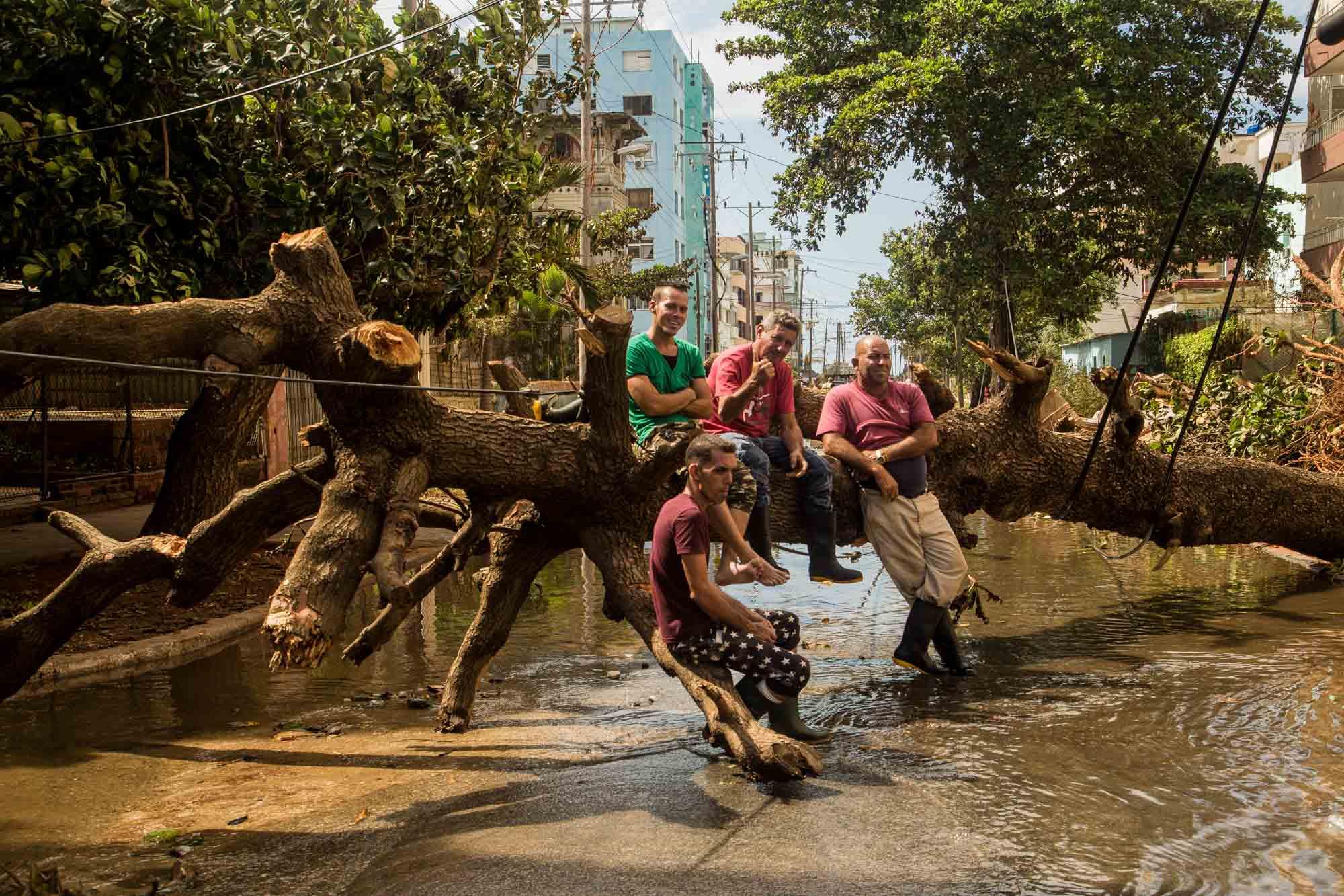 Este 11 de septiembre todavía permanecían varias zonas inundadas por las penetraciones del mar (Foto: Jorge Ricardo)