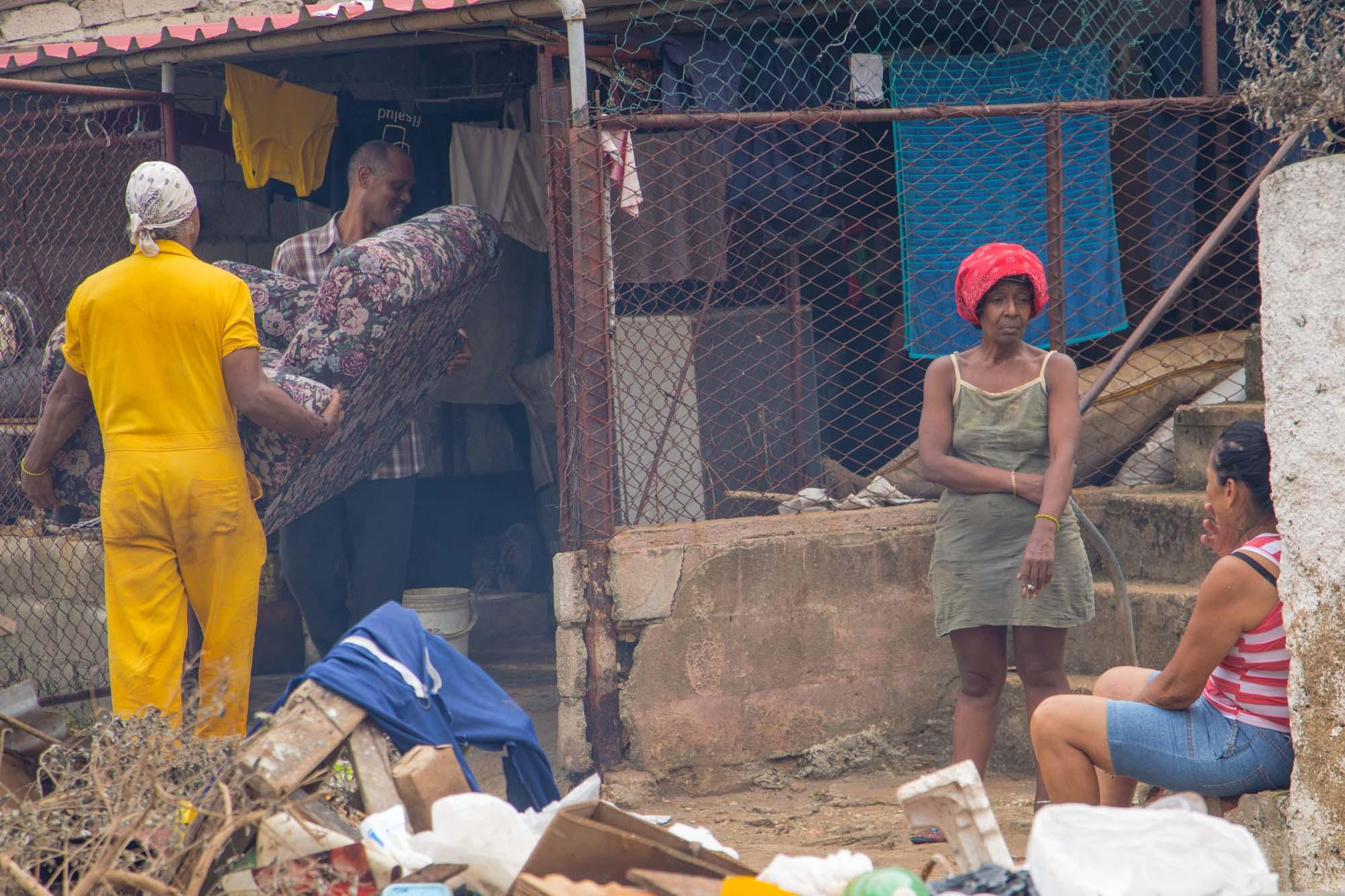 Vecinos preparan una caldosa (Foto: Jorge Ricardo)