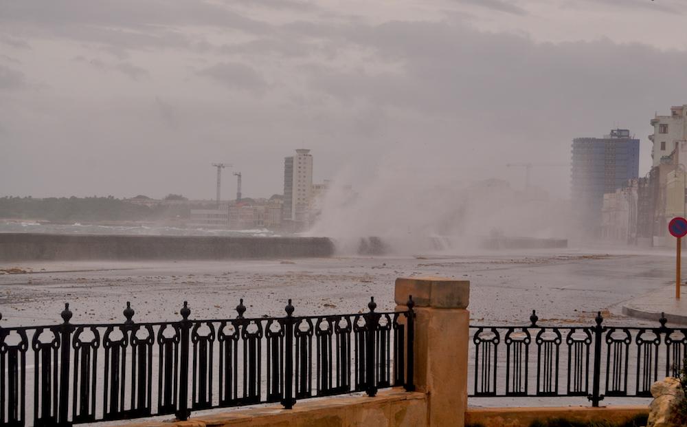Malecón habanero antes del paso del huracán irma (Foto: Julio Batista)