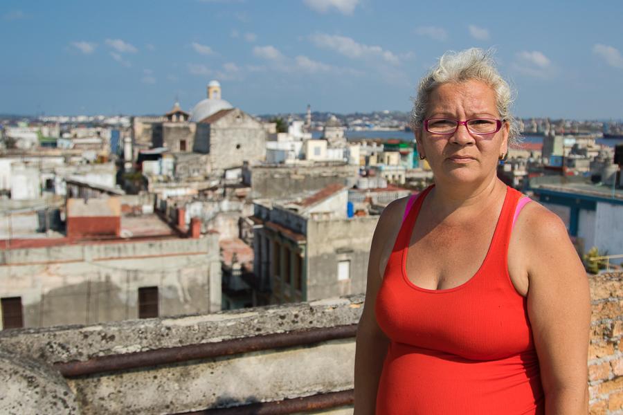 Olga, en la azotea (Foto: Ismario Rodríguez)