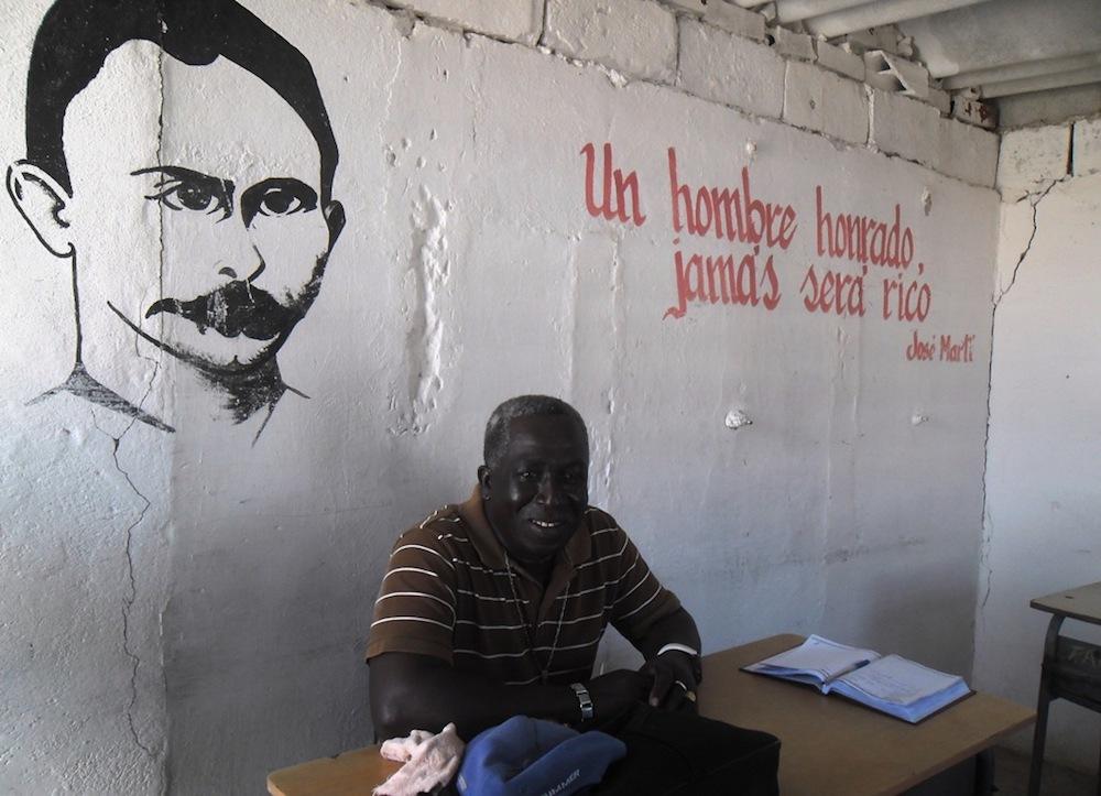 Eliober Veitía Morillo, profesor de Agropecuaria en el Centro Mixto Pablo de la Torriente Brau (Foto: Jesús Arencibia)