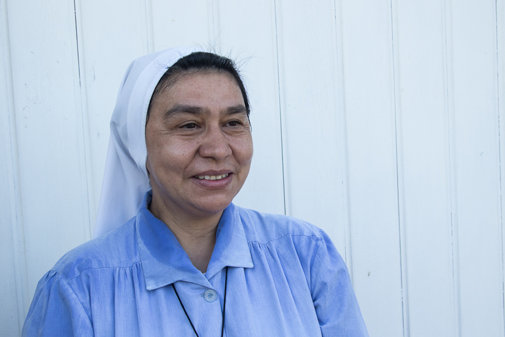 La hermana Onoria continúa coordinando la ayuda que ofrece Cáritas Habana en Jaimanitas (Foto: Ismario Rodríguez)