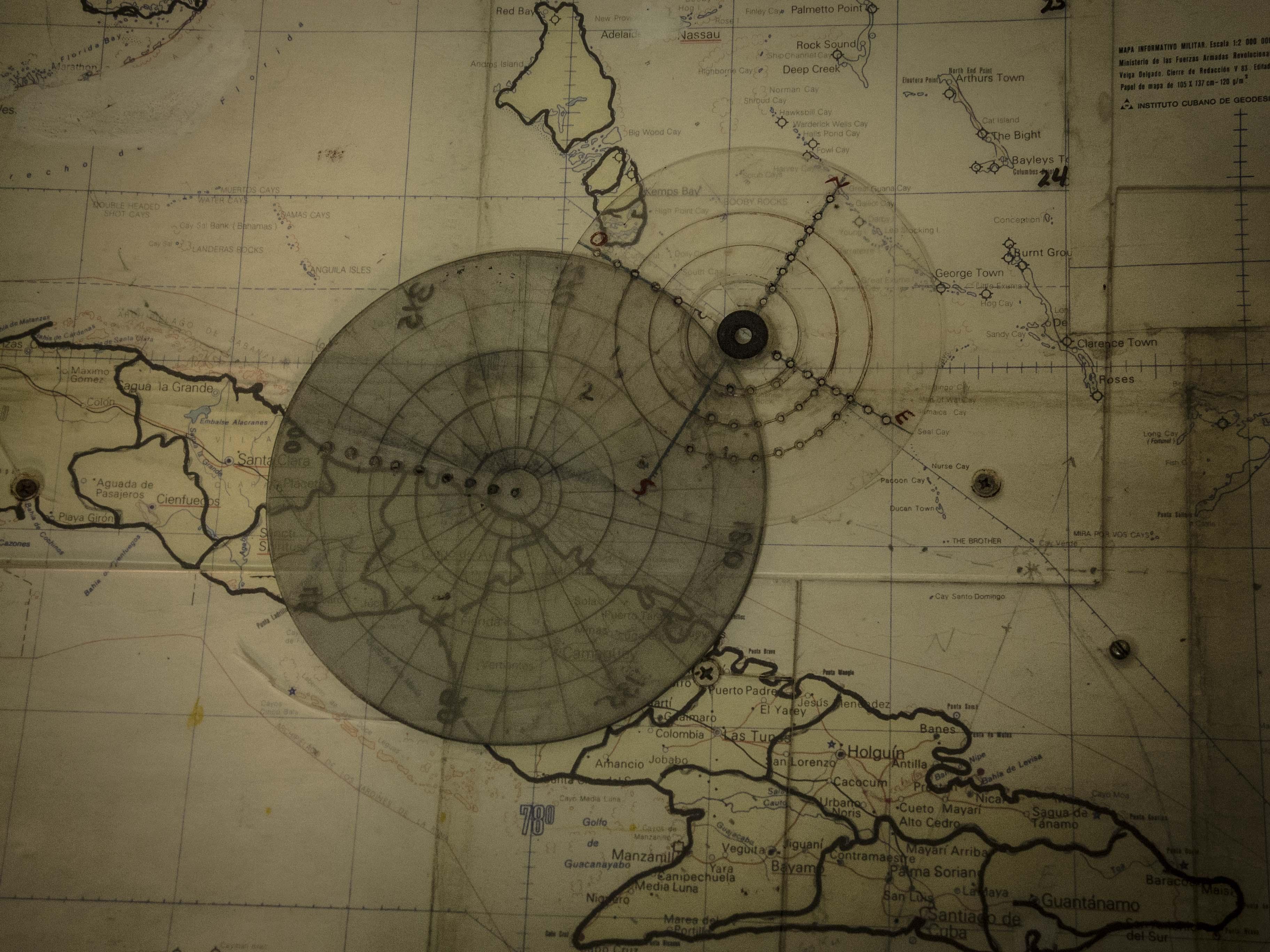 Ambas circunferencias representan los diámetros: la más pequeña, del huracán Sandy; la otra, de Mathew, según la escala del mapa de Domingo (Foto: Aracelys Avilés Suárez)
