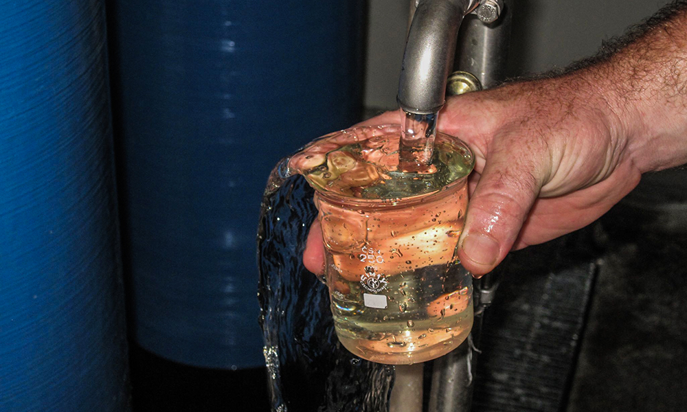 Resultado del tratamiento de aguas residuales en una de las plantas instaladas por TECOFIL