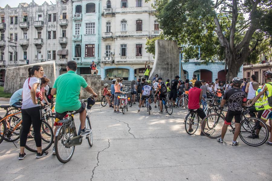 Yasser González habla al inicio de la ruta y recuerda siempre a todos los ciclistas las medidas de seguridad en la vía para evitar accidentes