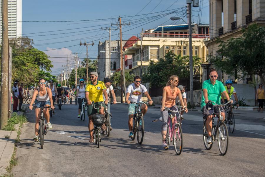 Muchos extranjeros participan de la ruta ideada por Bicicleteando Habana