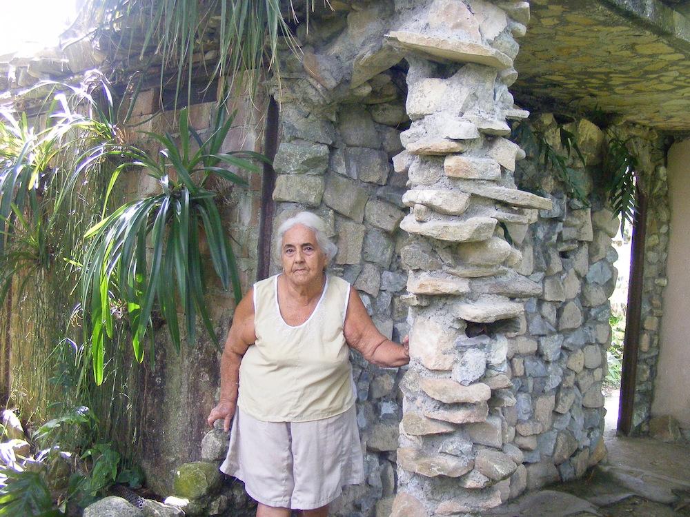 Esther Marina del Sol Viamonte, es la dueña de la propiedad, la cual, con la ayuda crucial de Lisvany García Díaz , un joven graduado de artes plásticas, pero botánico de pasión, hacen que el lugar se auto financie y deje ganancias por la venta de especies de plantas.