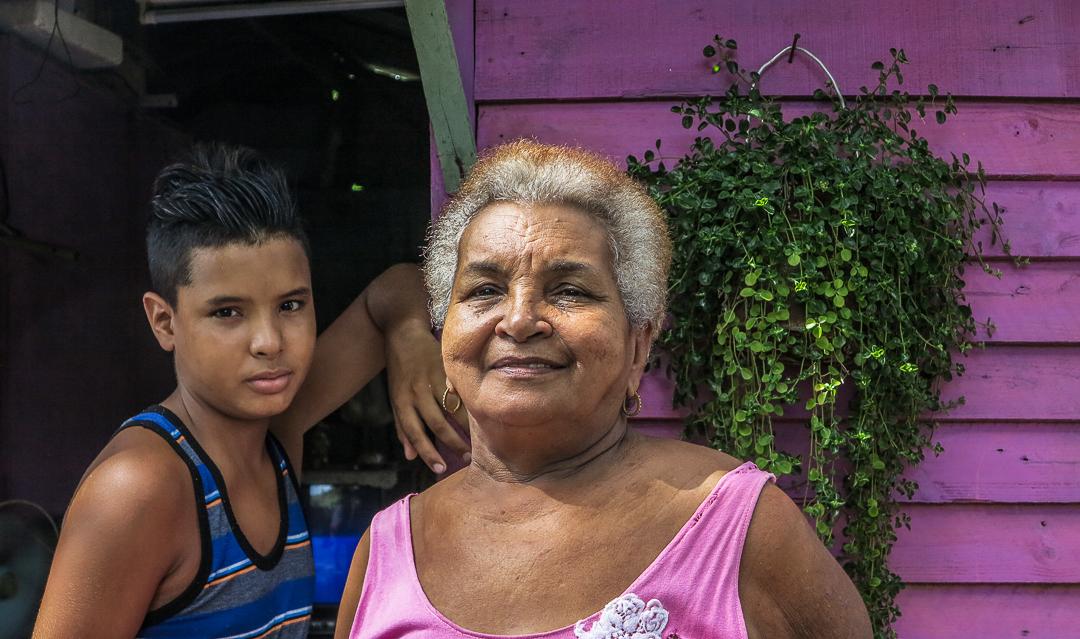 Raimi y su abuela Daysi (Foto: Mónica Baró)