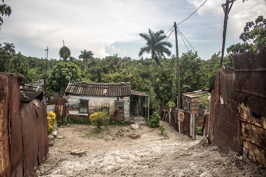 Viviendas del asentamiento ilegal de Iris y Final (Foto: Ismario Rodríguez)