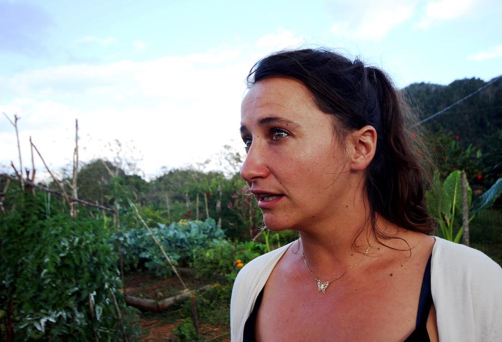 Desde que está en Viñales, Melissa prefiere cosechar al ritmo de la naturaleza (Foto: Alba León Infante)