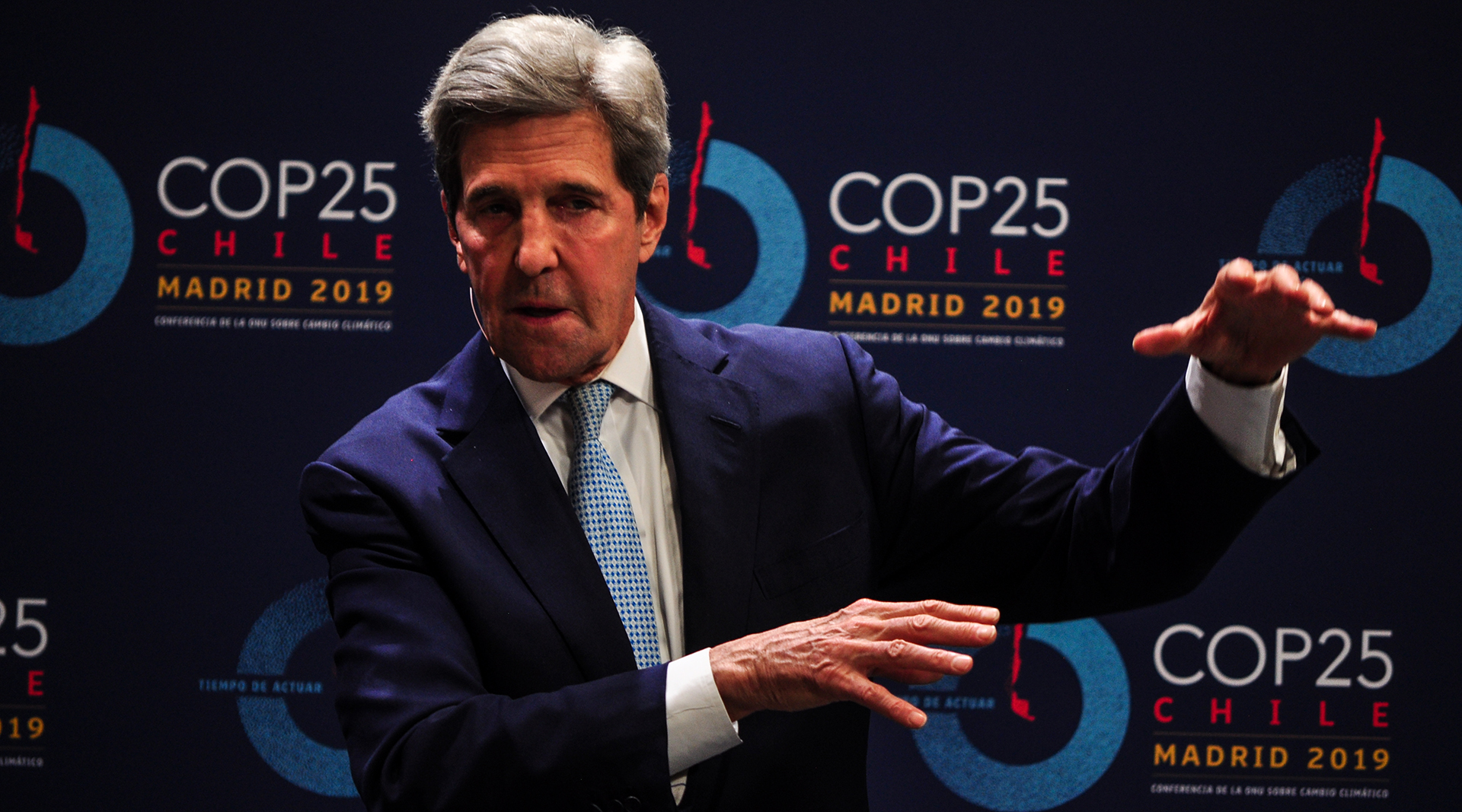 John Kerry. El ex secretario de Estado Jonh Kerry fue uno de los políticos norteamericanos que llegó hasta Madrid bajo el lema We are IN, que sirve también de nombre al movimiento civil estadounidenses que rechazan la decisión de abandonar el Acuerdo de París (Foto: Julio Batista).