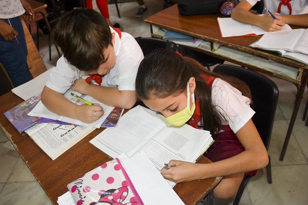Antes del cierre de las escuelas algunos niños usaban medios de protección personal durante las clases (Foto: Yailín Alfaro)