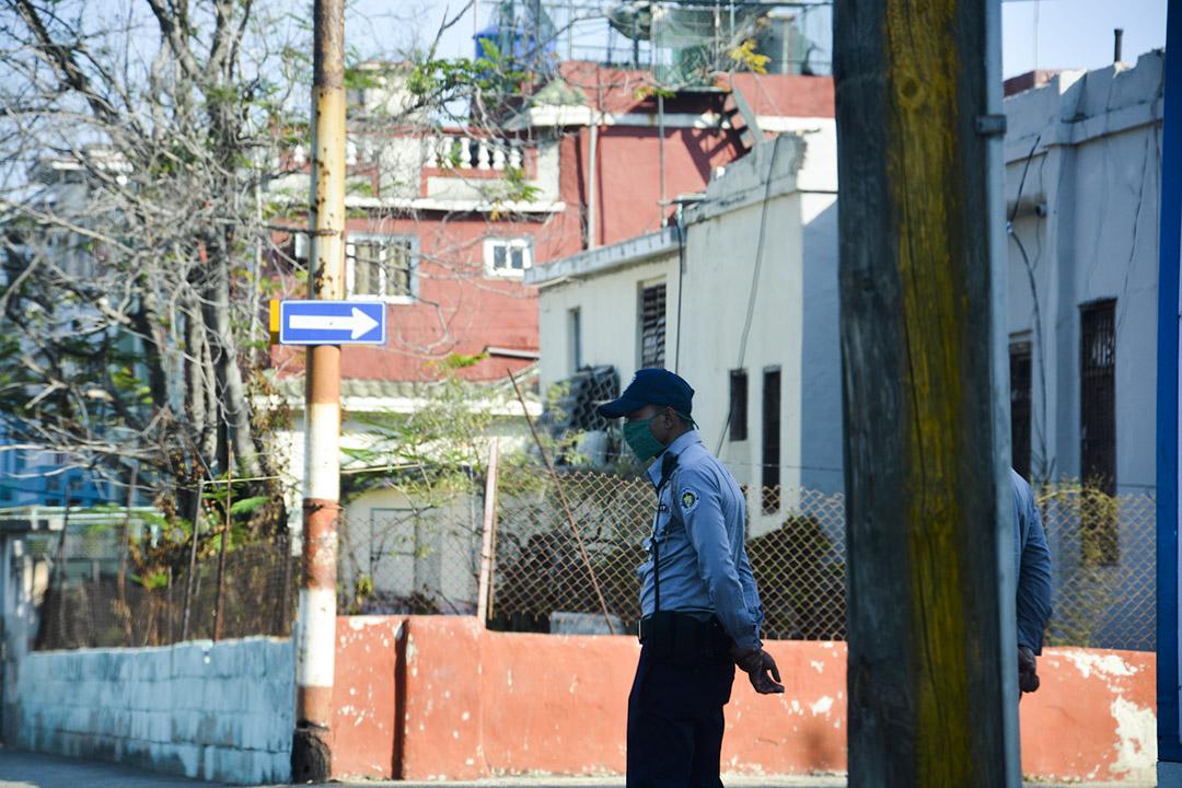 La policía ha multado ciudadanos por no usar nausobuco en los espacios públicos (Foto: Yailín Alfaro)