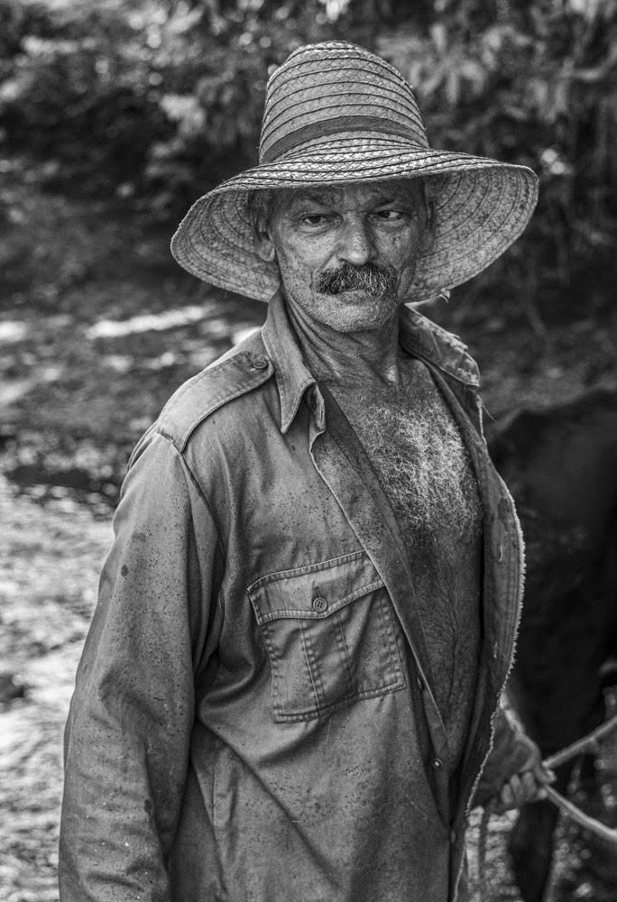 Juan González Martínez (El niño), habla del río Guamá, de su temperamento voluble, de sus crecidas, y de cómo estas pueden destruir los cultivos cercanos a su cauce (Foto: Lázaro Lemus).