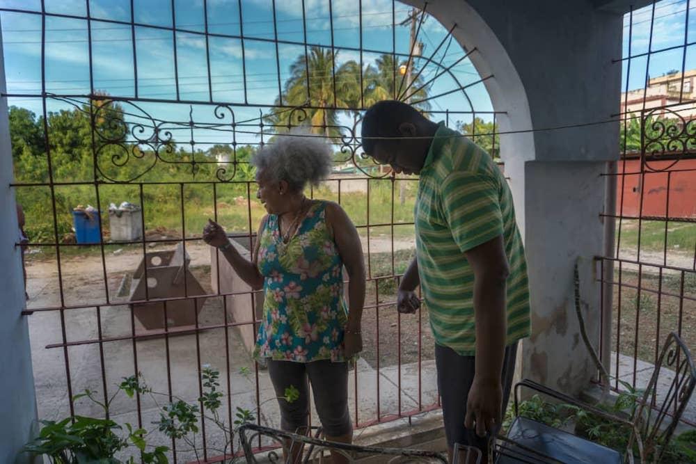 Olga y su hijo Andy viven en el apartamento 10 del Edificio Cero Emisiones (Foto Chris Erland).