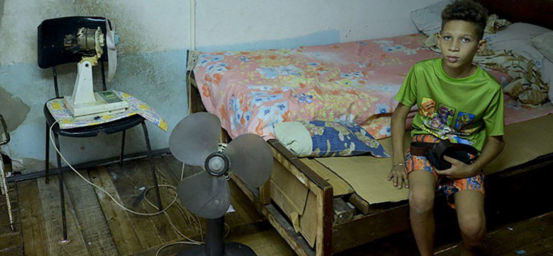 Las pertenencias de Yanara y su familia se deterioran producto de las filtraciones y la humedad (Foto: Abril).