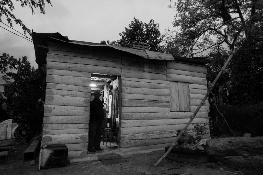 Casa de Mariano hecha con tablas de palma (Foto: Chris Erland).