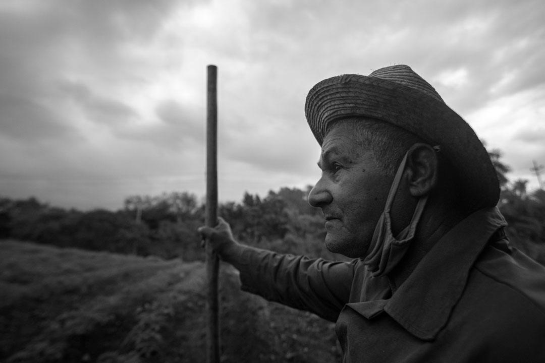 Mariano observa el clima (Foto: Chris Erland).