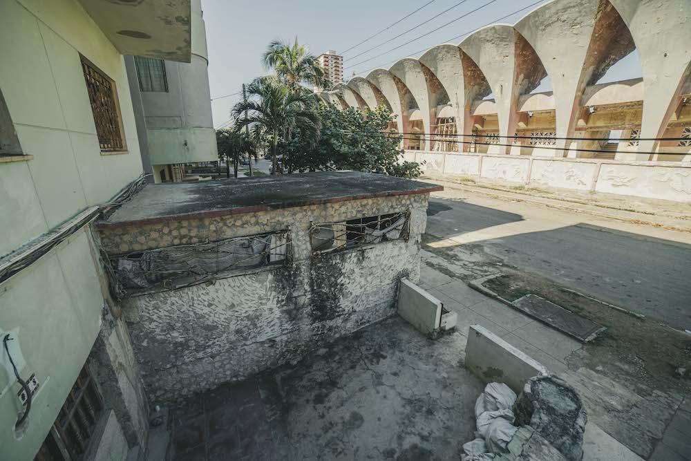 En esta zona, la humedad corroe las paredes (Foto: Hansel Leyva Fanego).